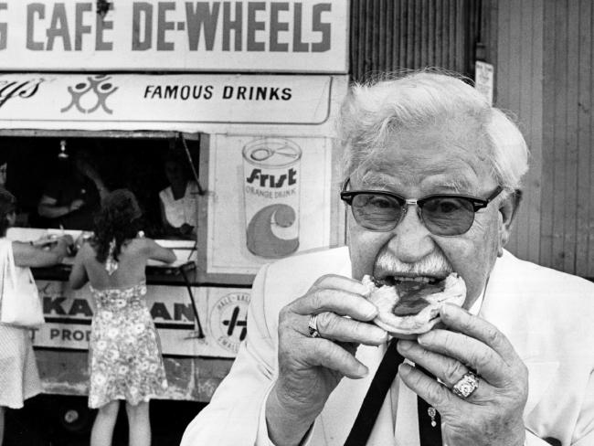 Colonel_Sanders_HarrysCafeDeWheels